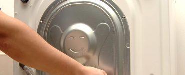 Транспортировочные болты на стиральной машинке.