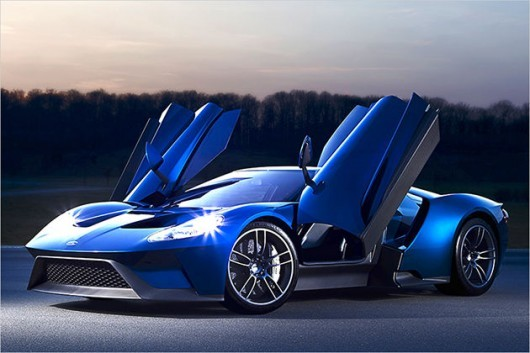 синий спорткар