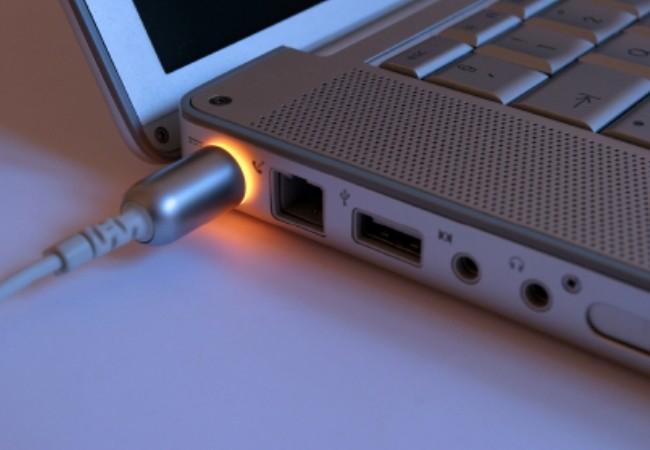 Как заряжать ноутбук, можно ли держать всё время на зарядке