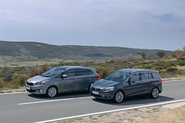 BMW 2-series Active Tourer и Kia Carens