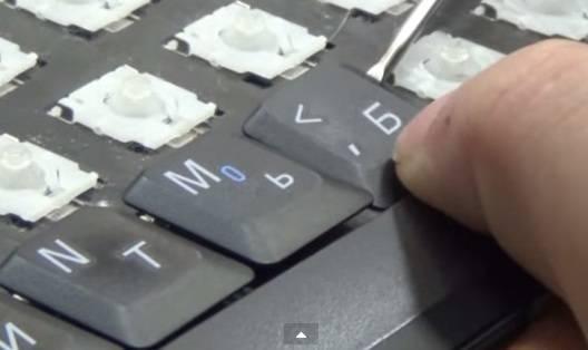 Как снять клавиатуру с ноутбука