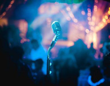 Фонограмма или шумоподавление — почему при выступлении не слышно дыхания?