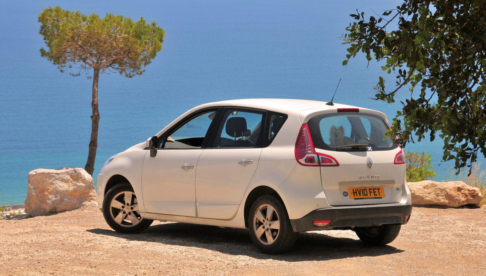 Белый Renault Scenic
