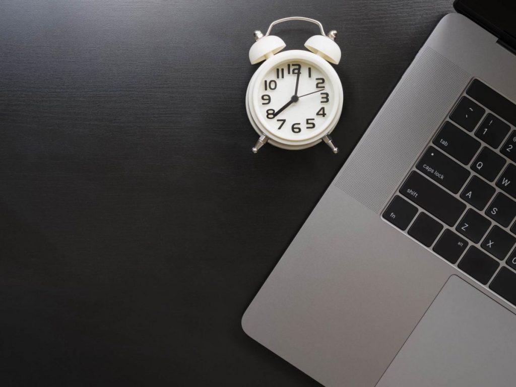 Установить будильник на ноутбук