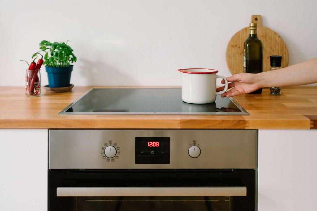 стеклокерамическая или индукционная плита