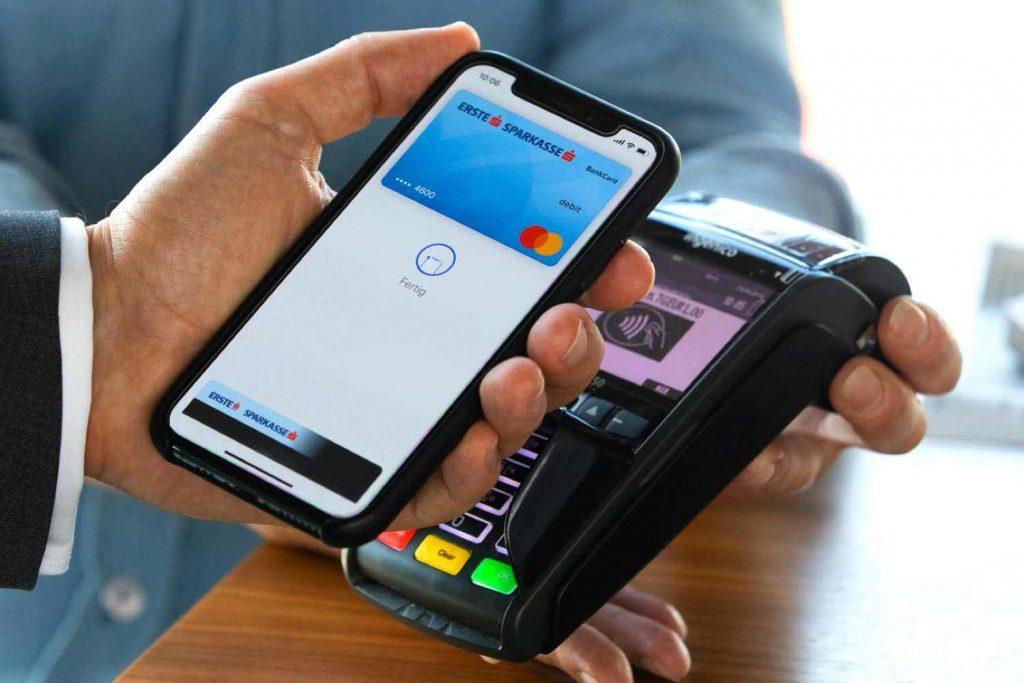 Как платить смартфоном Apple