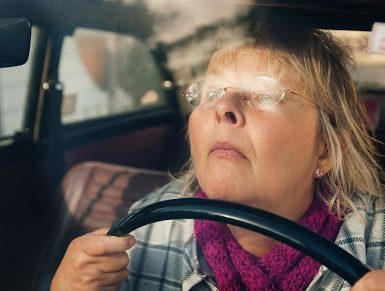 Сгорбленный водитель
