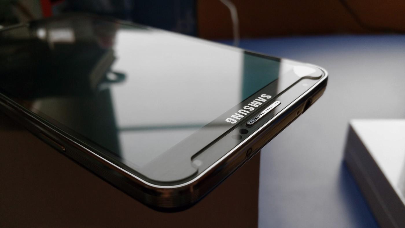Какое защитное стекло лучше для смартфона: ТОП 10 моделей и как выбрать