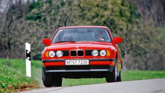 Описание и внешний вид BMW серии 525i, технические характеристики и параметры