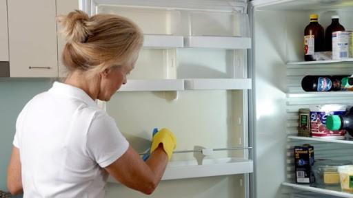 не работает холодильник а морозилка работает
